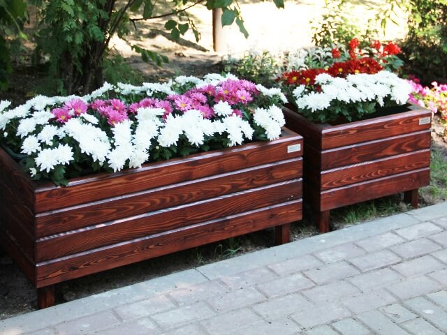 Уличные вазоны для цветов из дерева своими руками 23